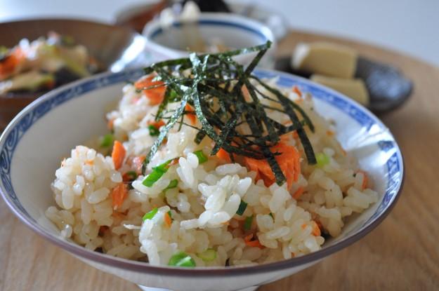 土鍋レシピ「3杯はおかわりする」鮭と牛蒡の炊き込みご飯