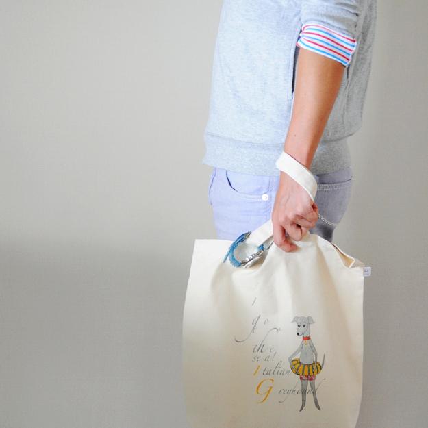 イタグレをモチーフにした「トートバッグ」を持ってみた!おっ!可愛いじゃん!