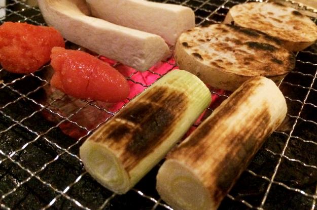 「淡路島グルメ」野菜、鶏、魚を七輪で食す@炙りBARあるこっこ