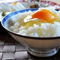 「卵かけ御飯」北坂養鶏場のたまごを、土鍋で炊いた白飯にかけて食べる|淡路島レシピs