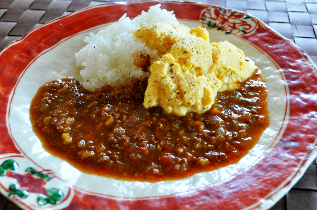 コトコト煮込むこと8時間「淡路島の玉ねぎ」をたっぷり使った、よっちゃんの「自家製ミートソース」が出来たよ!