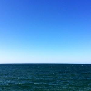 淡路島の日曜日「2000人が参加したアワイチ」を見ながら、「海沿い」を気持ちよくランニングして、愛犬の散歩に行く。