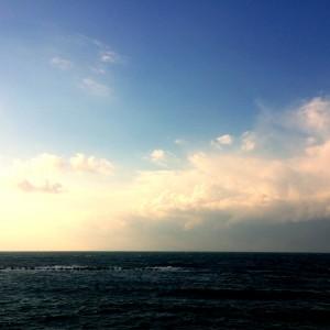 「淡路島を走る」憂鬱な空