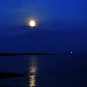 朝の月も綺麗な、淡路島。